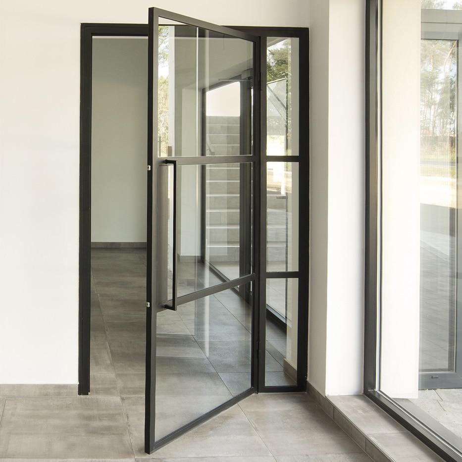 Stahl Glas Tür am Büroeingang