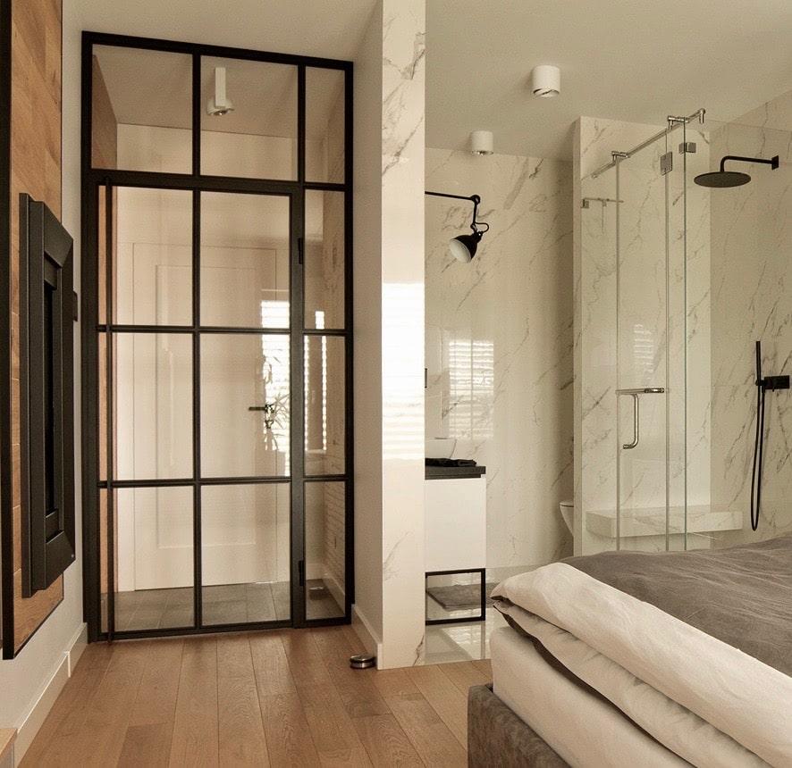 Stahl Glas Tür Loft im Hotelzimmer