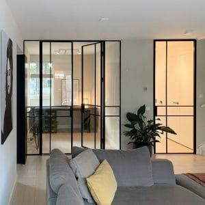 Lofttür Und Trennwand Mit Glas In Einem Trendigen Interieur