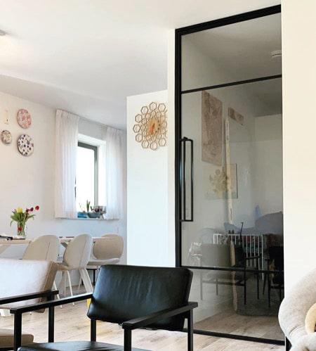 Glastür als Lösung in einem kleinen Haus