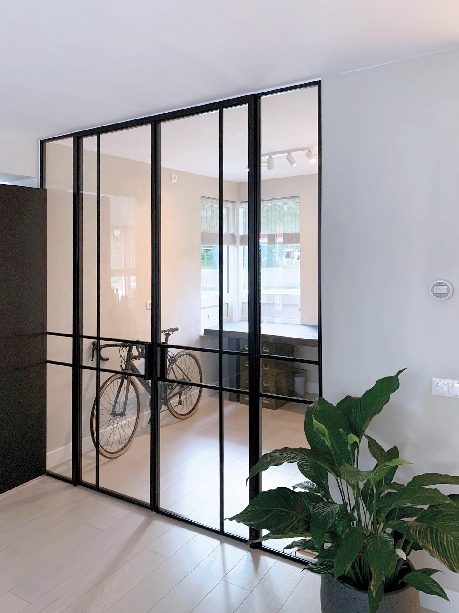 Stahltrennwand mit Glas zum Büro